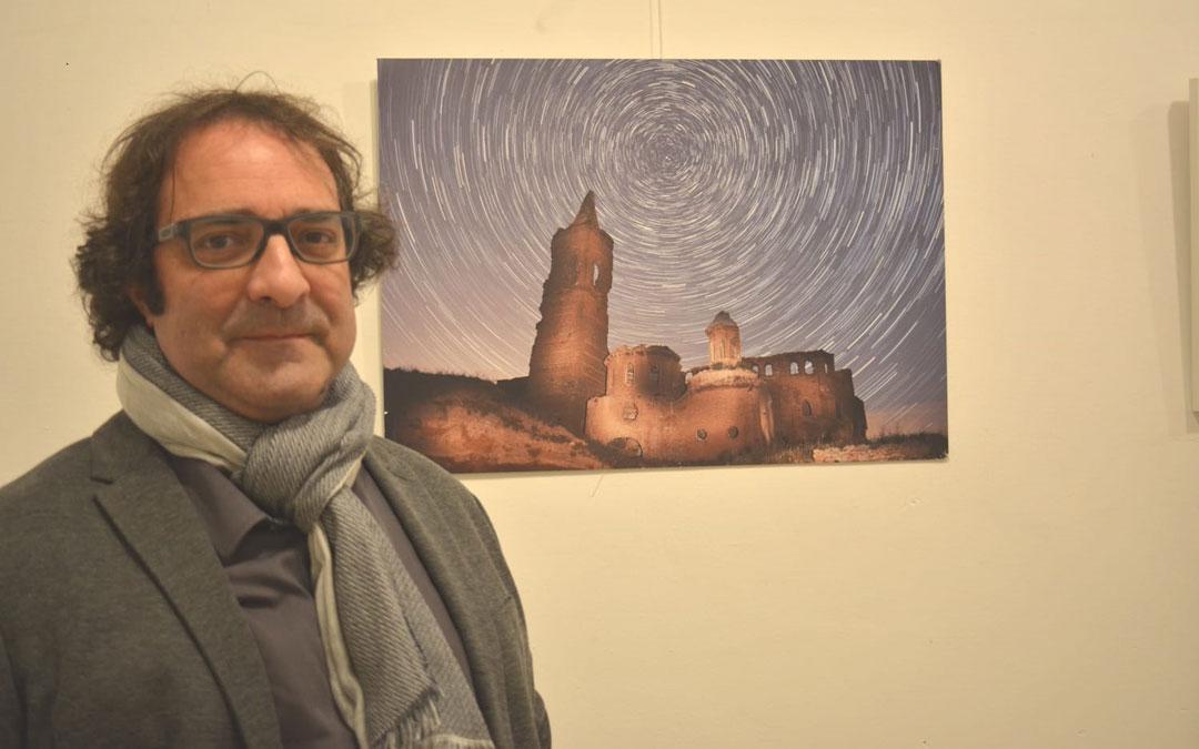 Simón Aranda en la inauguración de la exposición en Híjar./Iulia Marinescu