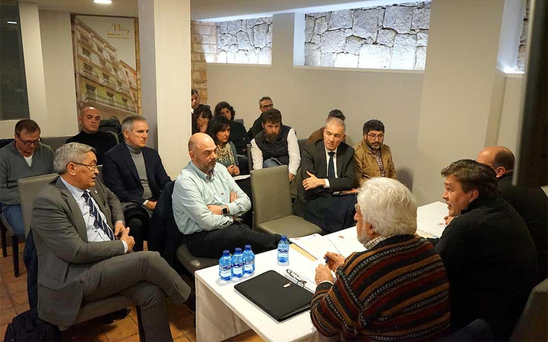 Presentación del acuerdo que realizó este jueves la agrupación de electores Teruel Existe a los agentes sociales y económicos de la provincia de Teruel./ Teruel Existe
