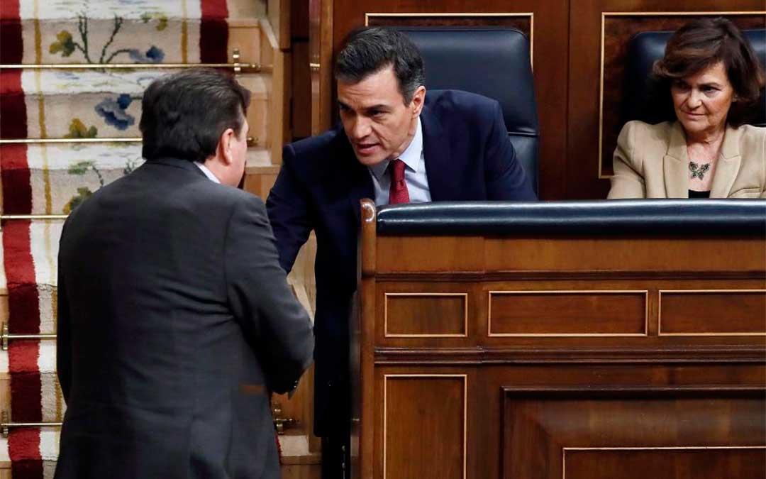 Tomás Guitarte (Teruel Existe), en el pleno de investidura de Pedro Sánchez/ EFE