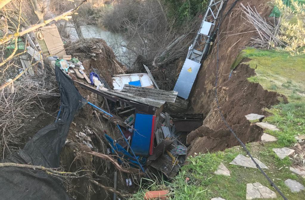 719 vecinos sin luz y un desalojado por la caída de una torre eléctrica en el río de Alcañiz