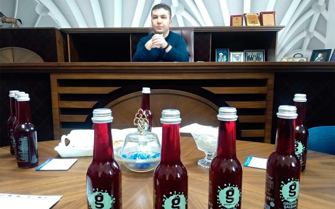 Visita a la fábrica de bedida de zanahoria roja Gunseven./ La Comarca
