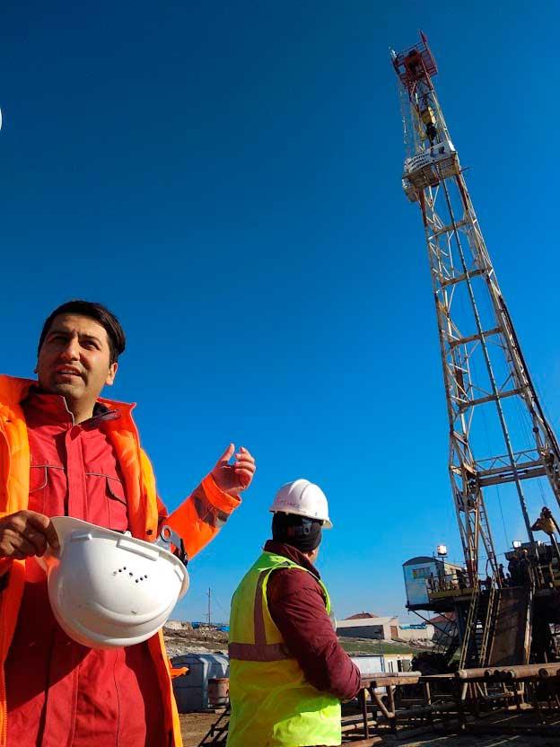 Ingenieros trabajan en una prospección de 2000 metros para impulsar un proyecto que transforme agua termal en energía./ La Comarca