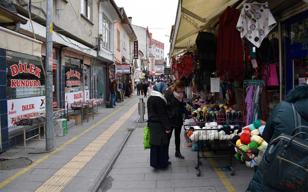 Una calle comercial de Eregli./ La Comarca