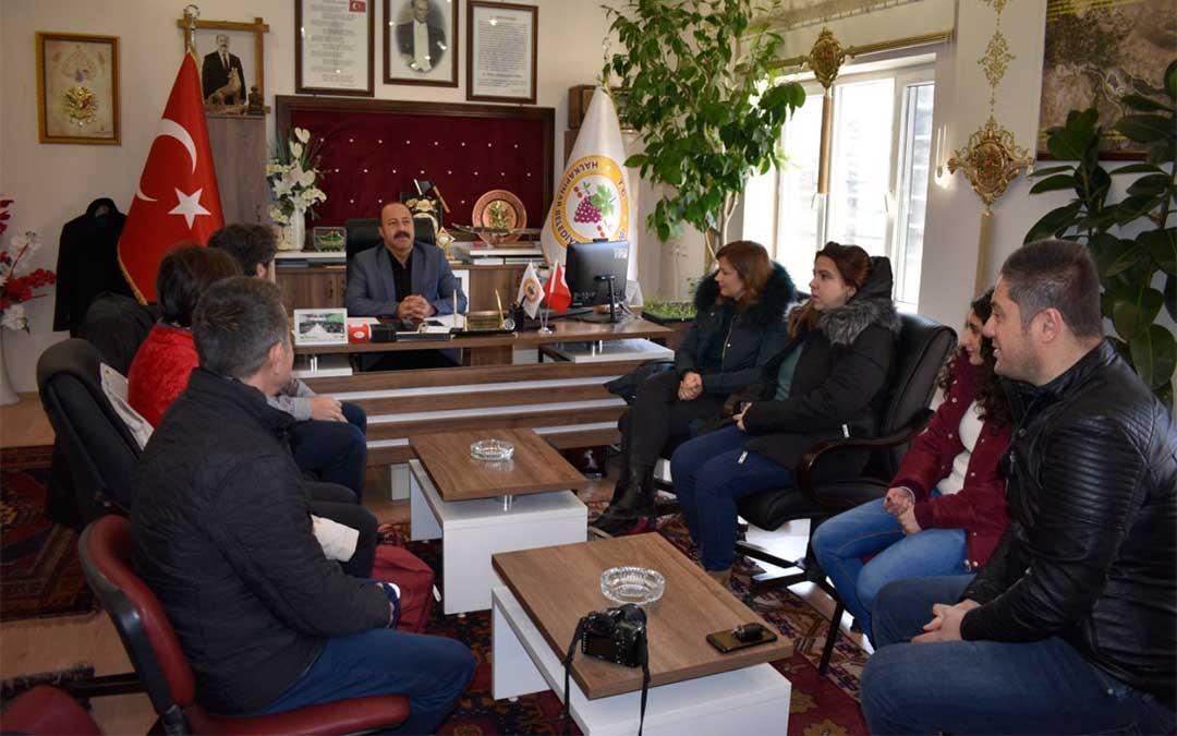 Reunión con el alcalde de Harapinar- Ivriz, un municipio de montaña donde están impulsando el parapente./ La Comarca