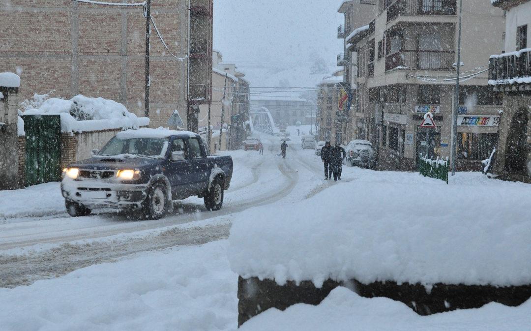 El temporal persiste este martes con nieve, viento y cortes de carreteras