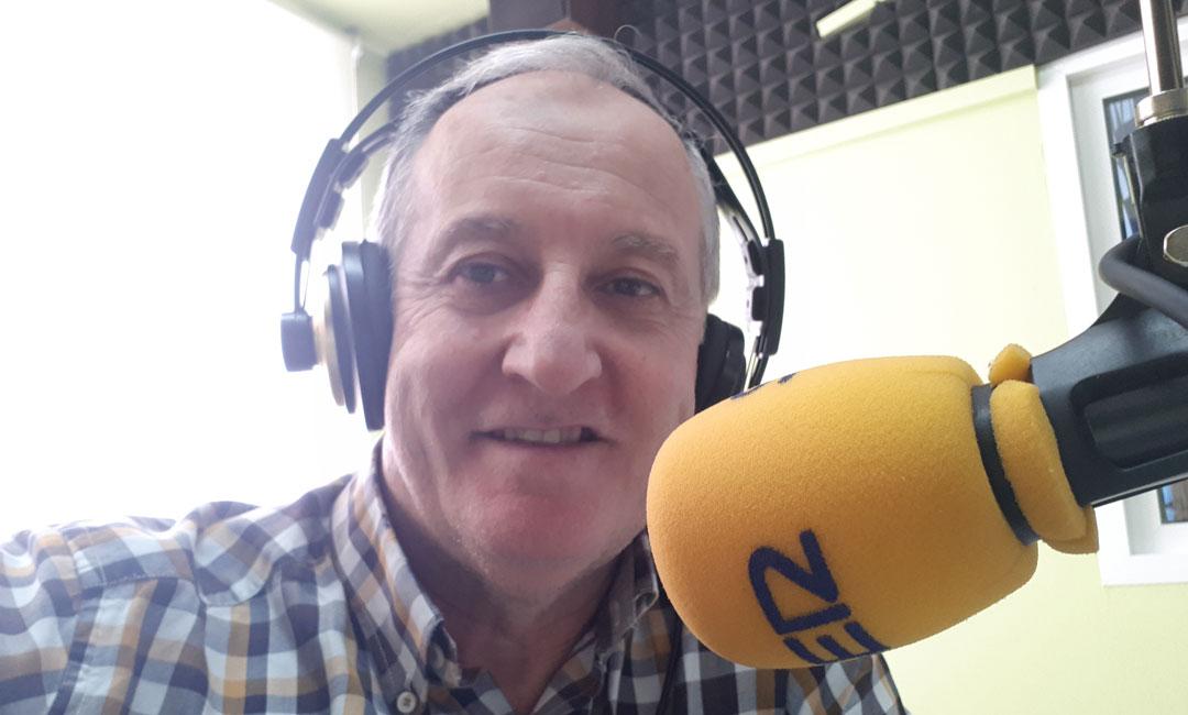 Estudio de Radio Caspe poco antes de comenzar el programa de Hoy es tu día