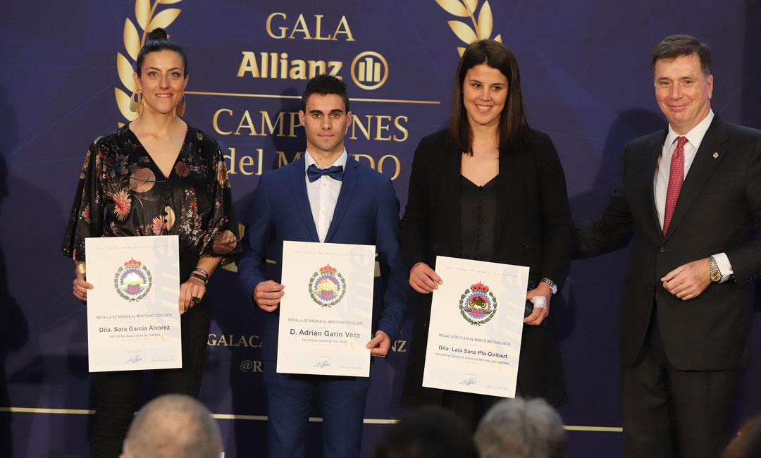La Real Federación de Motociclismo de España galardona a Adrián Garín