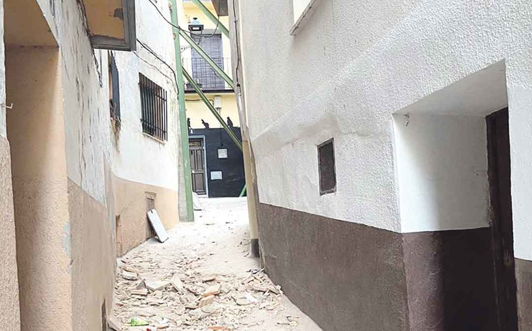 Cuatro familias albalatinas, desalojadas por derrumbes