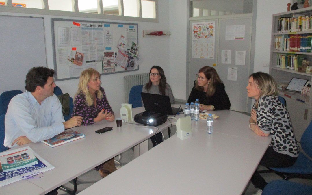 Reunión de los equipos directivos de Fundación Sesé y el CEE Gloria Fuertes de Andorra. / CEE G. F.