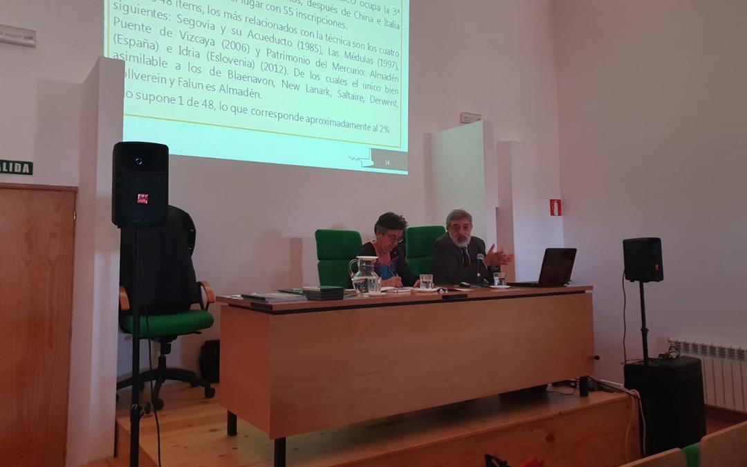 Pilar Sarto (CELAN) y Ángel Sebastián (UNED) durante una ponencia / mª ángeles tomás