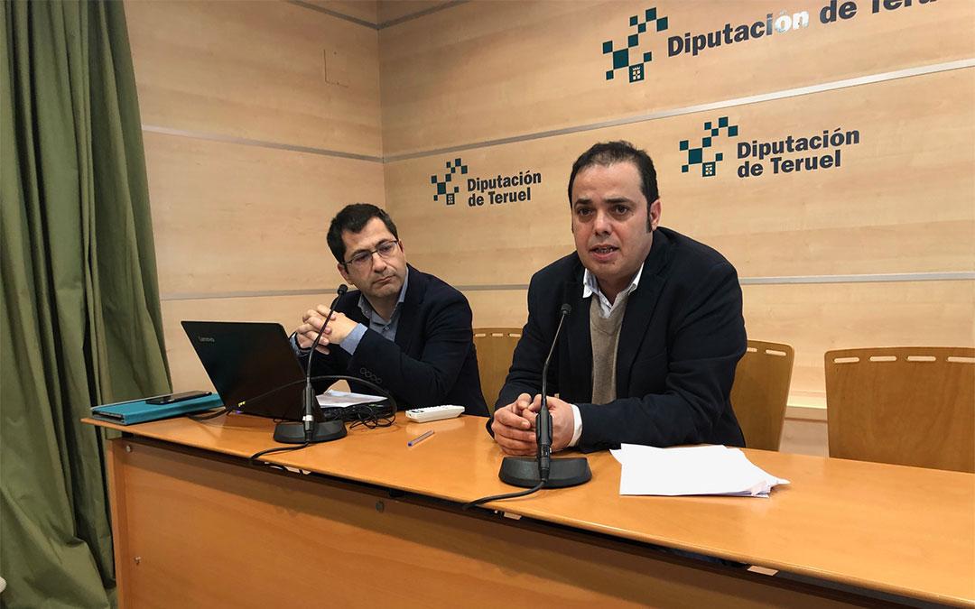 Antonio Amador, diputado delegado de Presidencia e Relaciones Institucionales y delegado de Nuevas Tecnologías y Administración Electrónica y Luis Dalmau, director del Área de Nuevas Tecnologías y Administración Electrónica de la Diputación de Teruel./ DPT