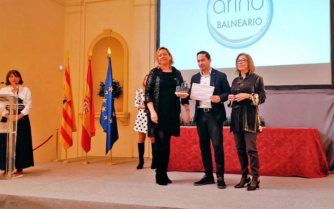 El director médico del Balneario de Ariño, José Antonio de Gracia, fue el encargado de recoger el reconocimiento en el Encuentro 2020 de RAES.
