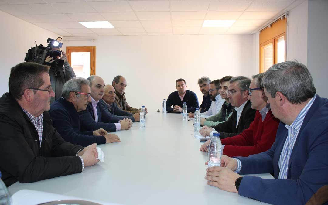 Reunión con responsables del Sindicato Central del Guadalope y las comunidades de regantes de Valmuel y canal Calanda Alcañiz / L. Castel