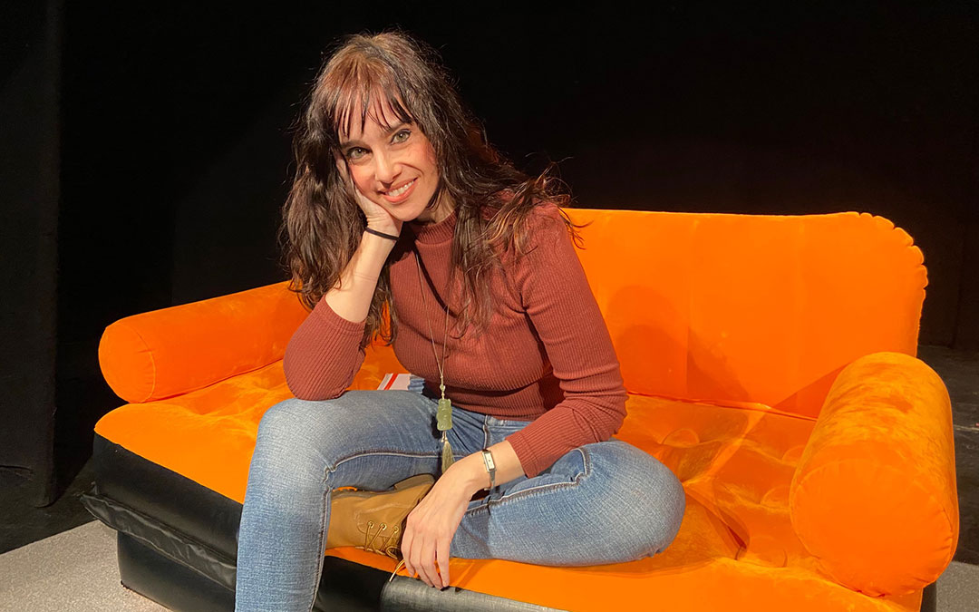 Beatriz Rico una hora antes de iniciar su espectáculo humorístico en el Teatro Municipal de Alcañiz./ Alicia Martín