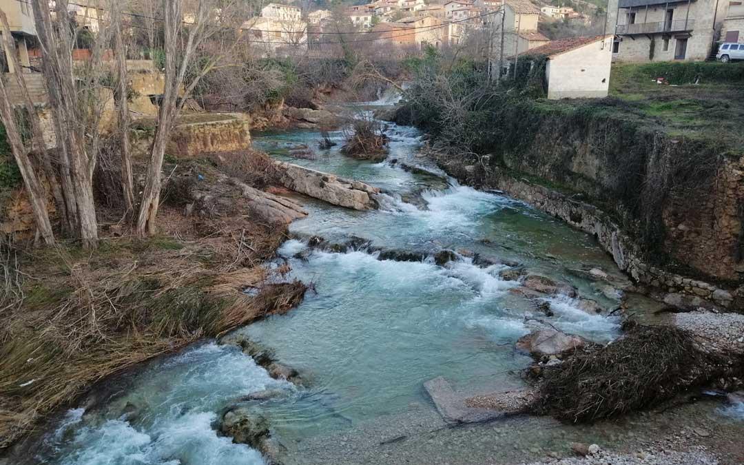 El río Matarraña en Beceite luce con este aspecto pese a que en el Parrizal se trasvasa en torno a 1 metro cúbico por segundo en el túnel Matarraña-Pena.