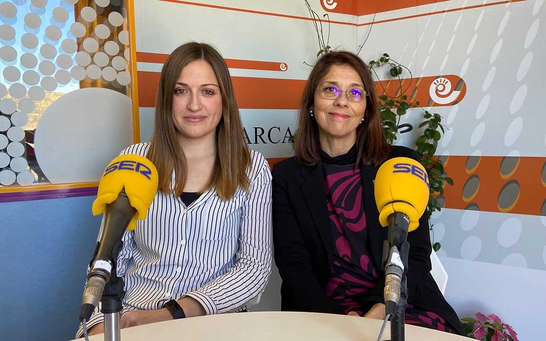 Lidia Gros y Lupe Martínez en el estudio de Radio La Comarca./ A.M.