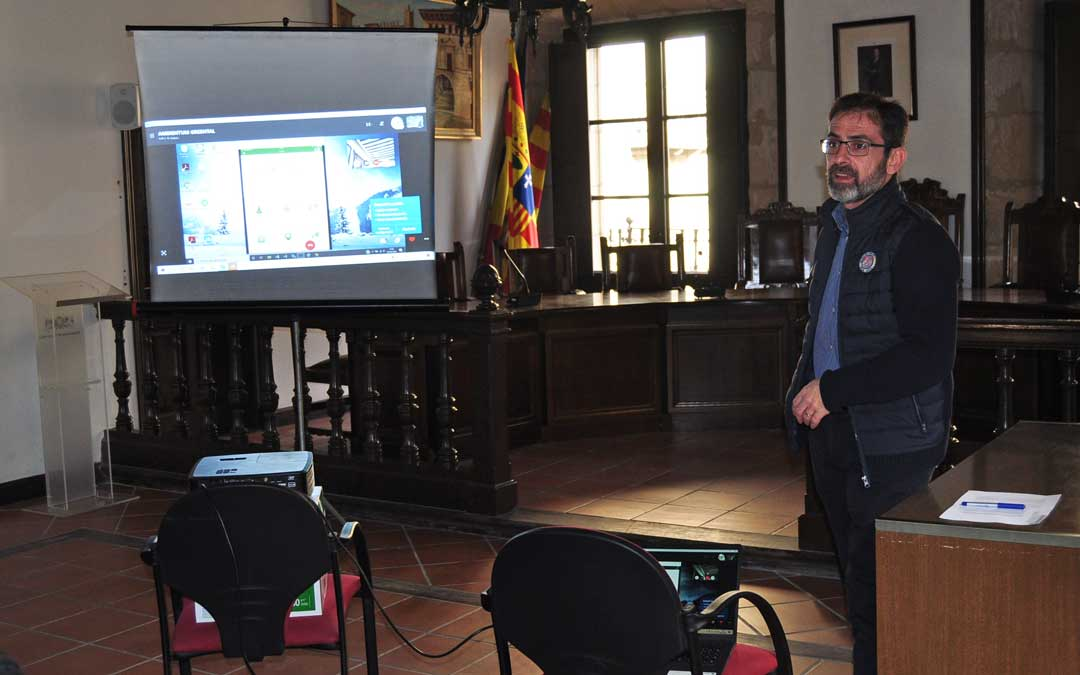 El alcalde de Valderrobres, Carlos Boné, ha explicado el funcionamiento de la Línea Verde.