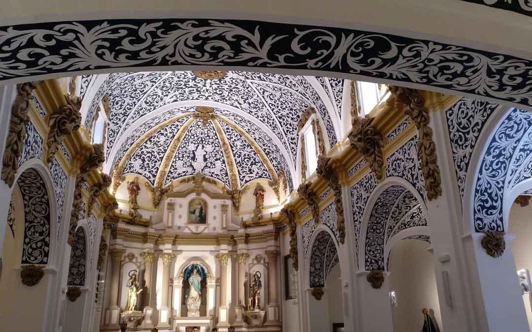 Las impresionantes pinturas de los techos volvieron a lucir en todo su esplendor en la misa por San Valero cuando se abrió de forma excepcional. Ahora se acometerán trabajos de remate en carpinterías y cableados. / Alberto Gracia
