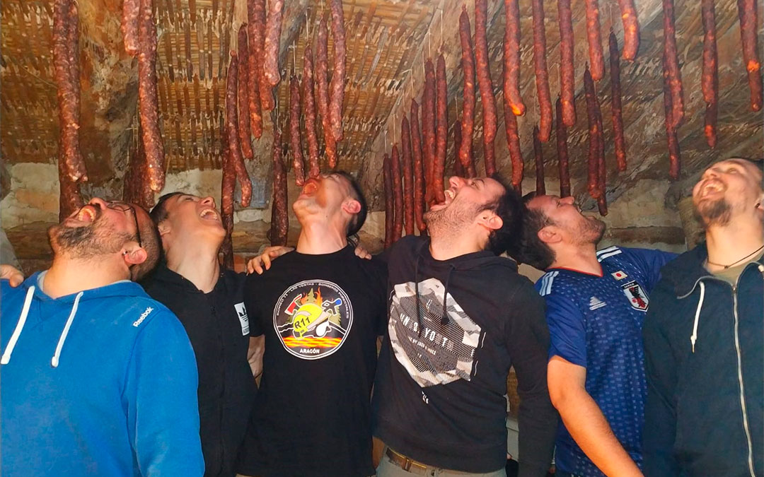 Un grupo de amigos celebrando el choricer en Alcañiz.