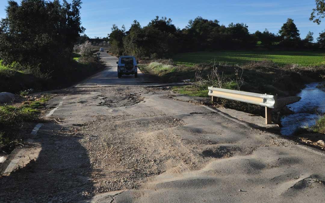 La carretera de Les Valls se ha visto afectada en algunos tramos tras el temporal.
