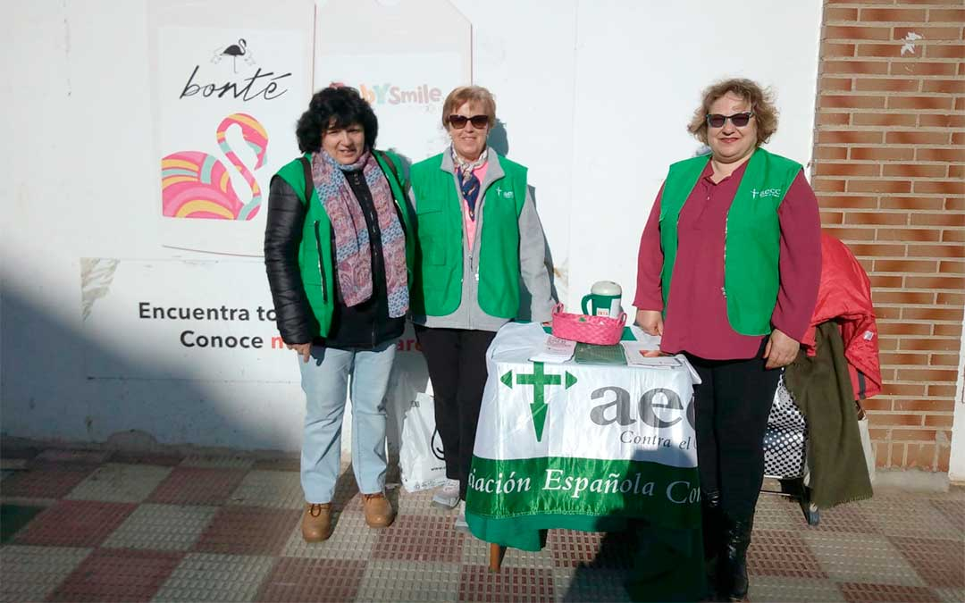 Este martes por la mañana, la AECC ha colocado una mesa informativa en Alcorisa. También han estado en Alcañiz.