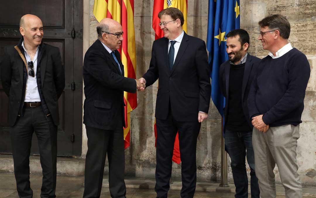 El presidente de la Generalitat, Ximo Puig, ha firmado  este jueves la prórroga del contrato hasta 2026 con el consejero delegado de Dorna, Carmelo Ezpeleta / GVA