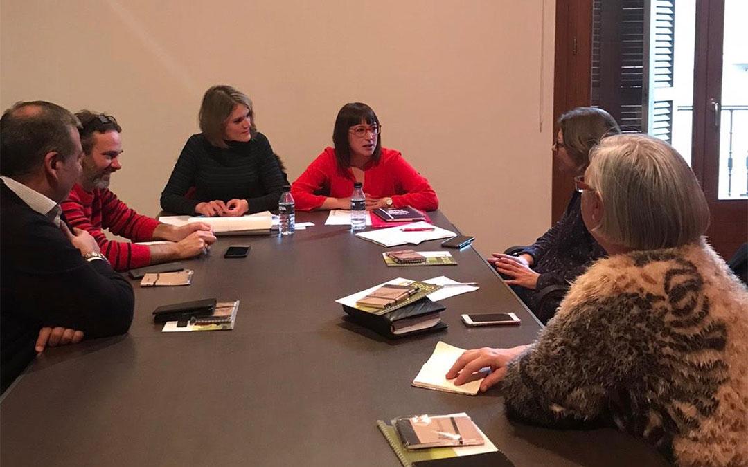 Reunión en Alcañiz con consejeros y consejeras de Igualdad de las comarcas bajoaragonesas./ DPT