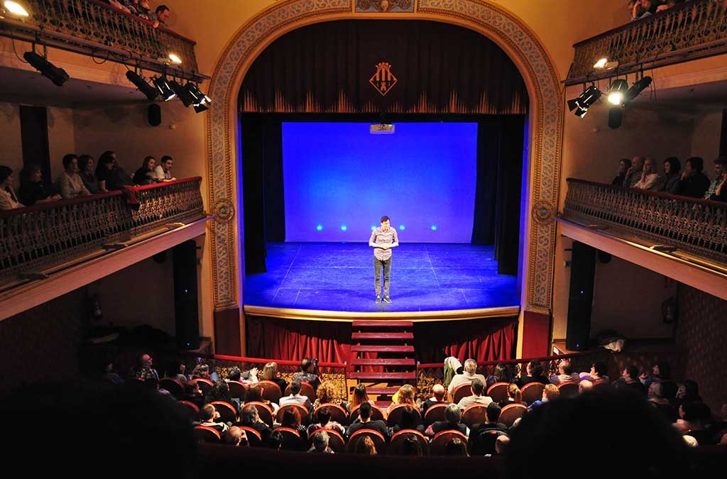 Numeroso público interactuó con el humorista.