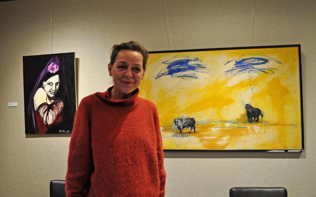 La artista expone parte de su obra retrospectiva en el restaurante La Fábrica de Solfa de Beceite. / Javier de Luna