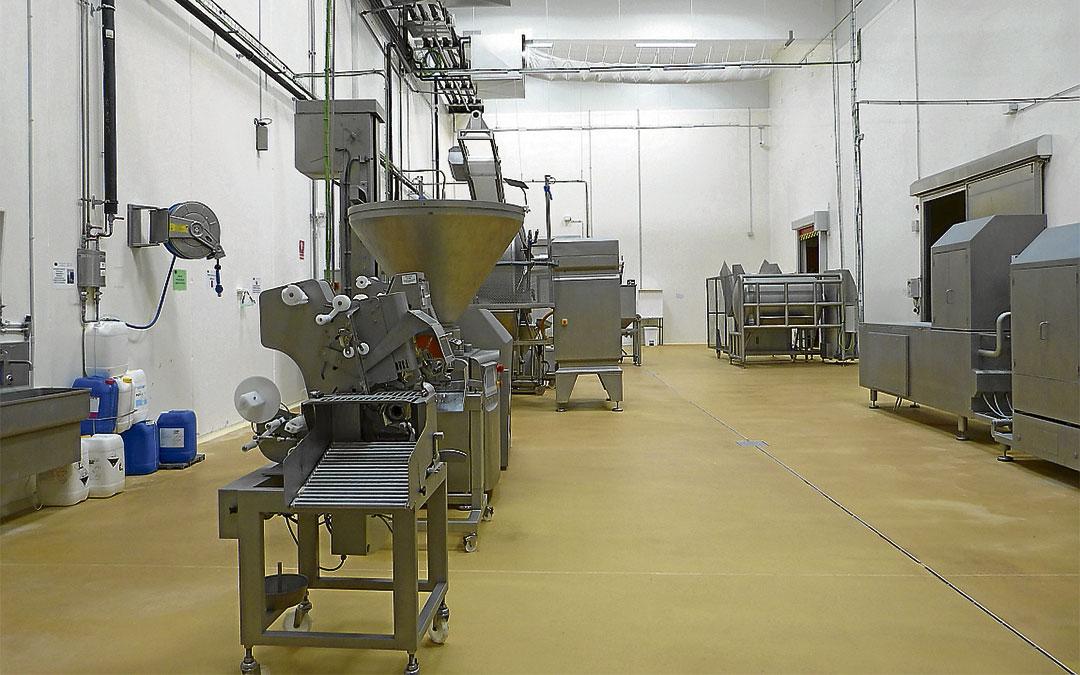 Sala de maquinaria de la fábrica de embutidos de La Mata de los Olmos./ Heraldo