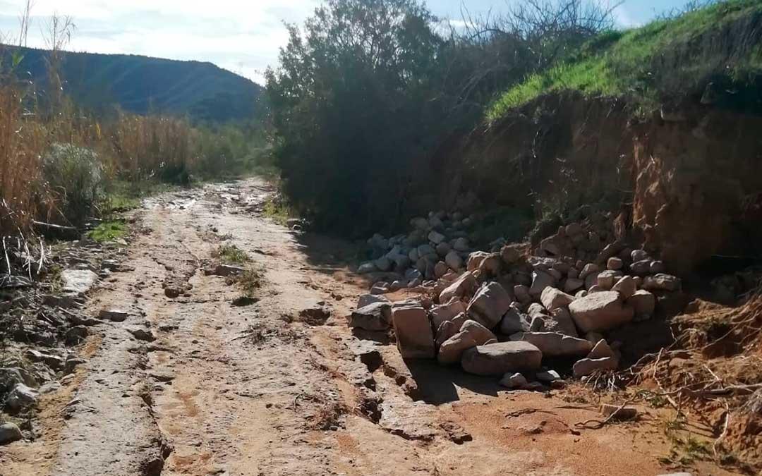 Camino destrozado en Fayón.