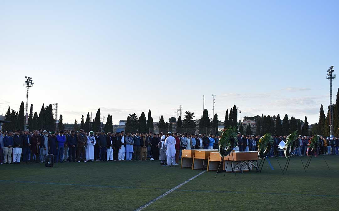 Más de 1.000 personas llenaron el campo de fútbol de Los Rosales.