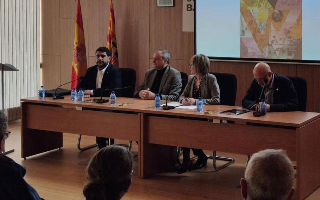 Mesa de apertura en Híjar con Diego Piñeiro, Luis Carlos Marquesán, Chicho Pérez y la moderadora, la periodista Fabiola Hernández. / DPT