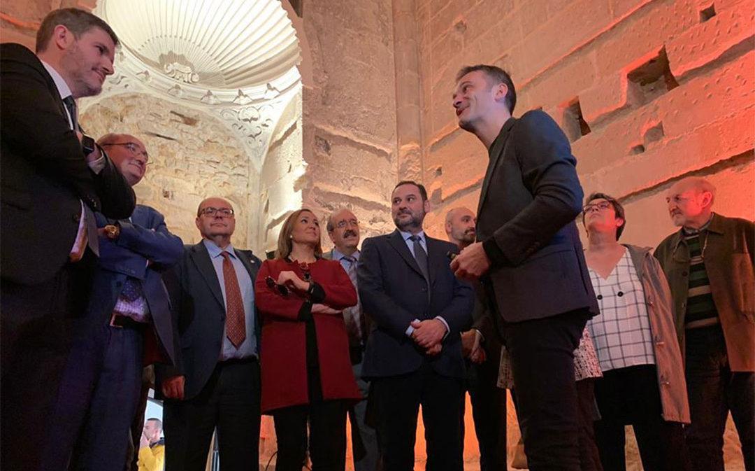 El ministro Ábalos reabre la Torre Gótica de Alcañiz pero pasa de largo por los compromisos con la A-68