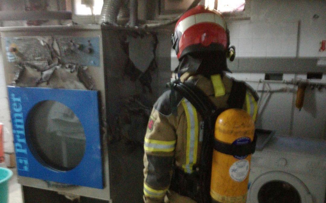 El fuego ha afectado a dependencias de servicios como la secadora y los almacenes. / Bomberos de la Diputación Provincial de Teruel