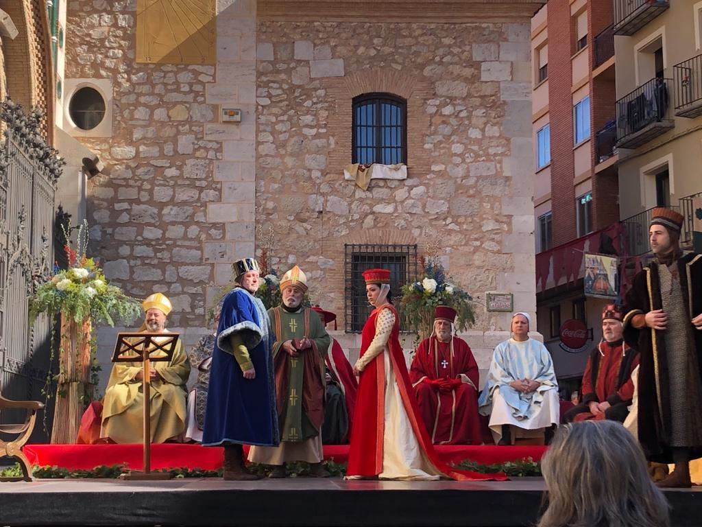Pedro de Azagra es quien finalmente se casa con Isabel de Segura.