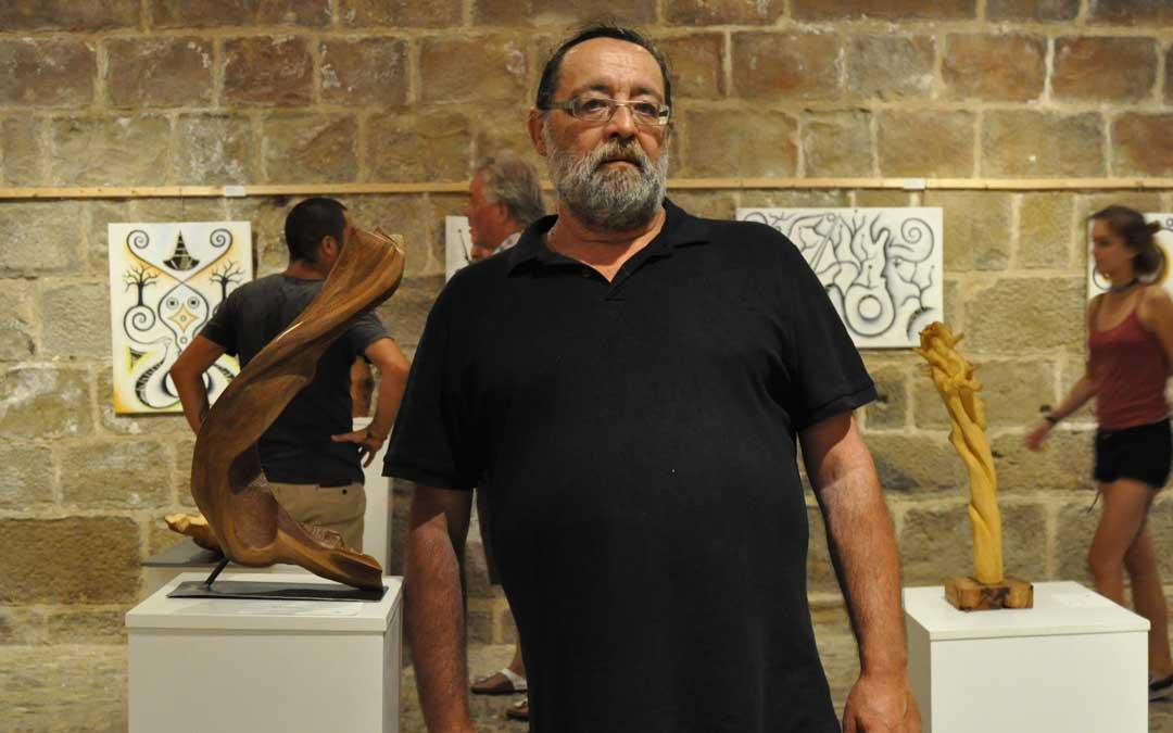 El artista expuso junto a Amadou Lomb sus esculturas en el castillo