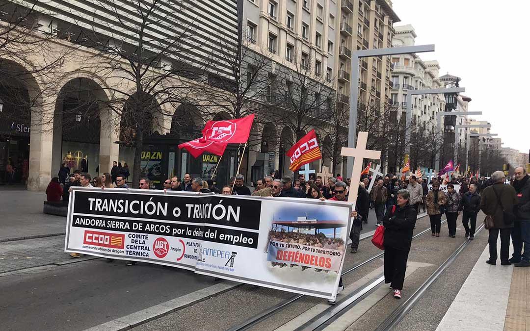 Los manifestantes en el paseo Independencia de la capital aragonesa./ Plataforma de las Subcontratas de la Térmica