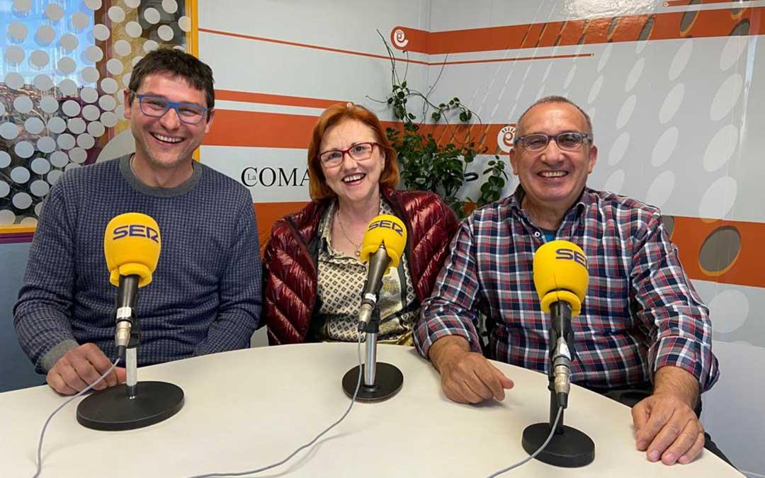 Manuel Bel, María José Gascón y Juan Segura en el estudio de Radio La Comarca./ A.M.