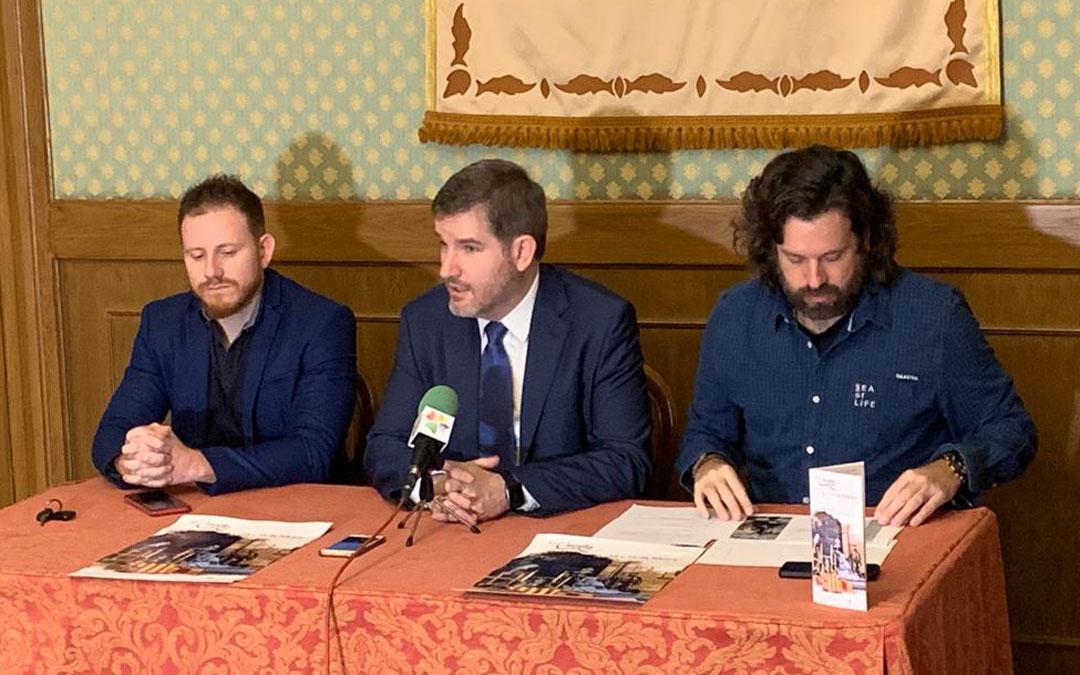 El director de la Concordia, Darío Español; el alcalde, Ignacio Urquizu; y Jorge Abril, concejal de Cultura / Ayto. Alcañiz