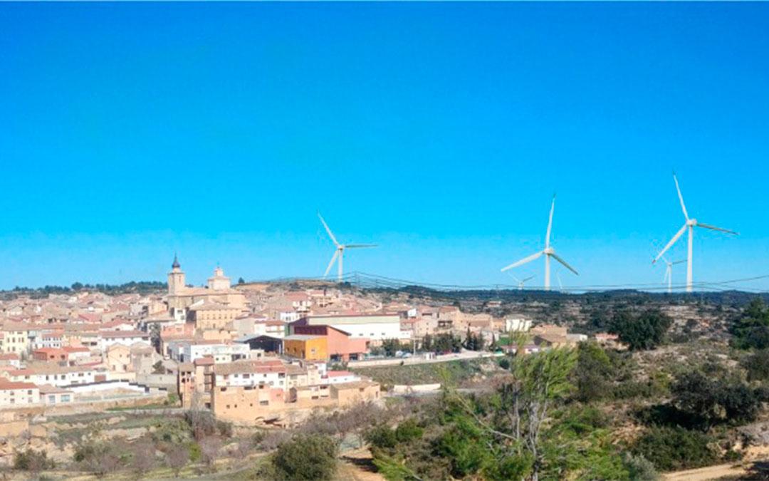 Recreación de la hipotética ubicación de varios de los aerogeneradores en el entorno del municipio de Valjunquera./ La Comarca