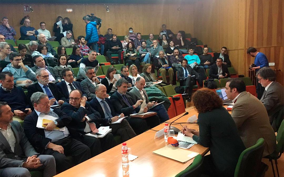 Alrededor de 80 personas participaron en febrero en Andorra en la reunión convocada por el Ministerio de Transición Ecológica ./ María Quílez