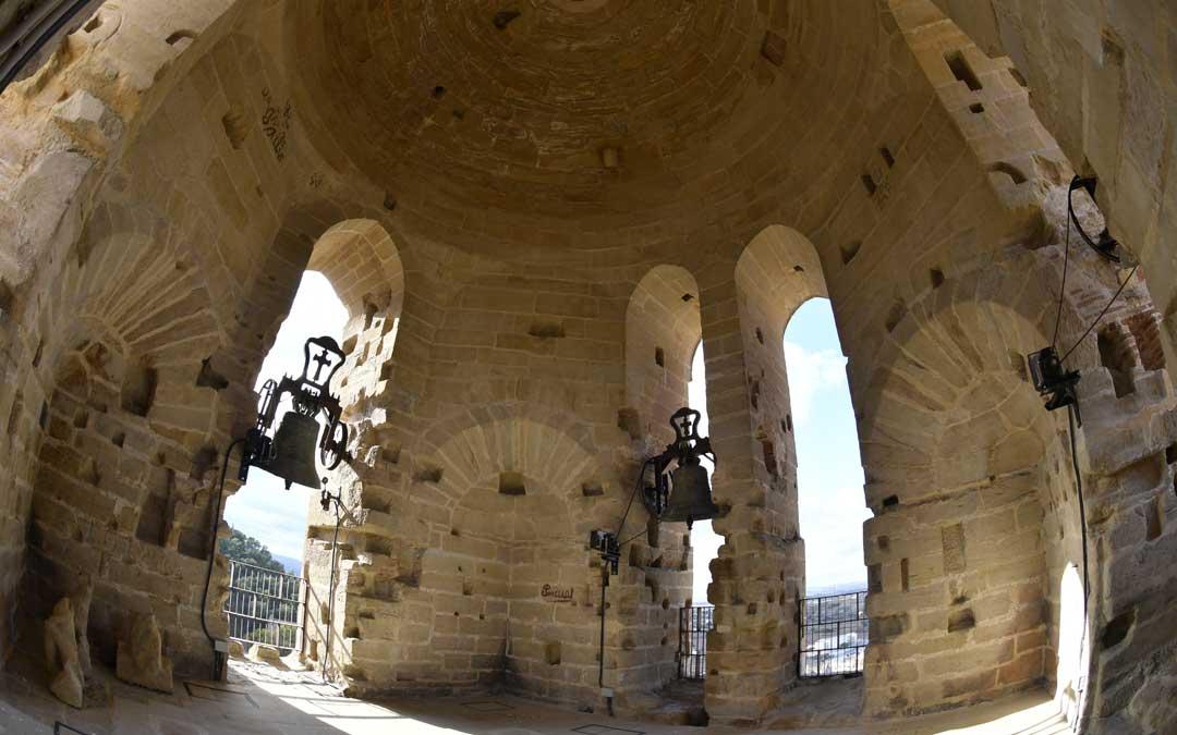 En la tercera planta de la Torre Gótica se encuentra el cuerpo de campanas / La Comarca