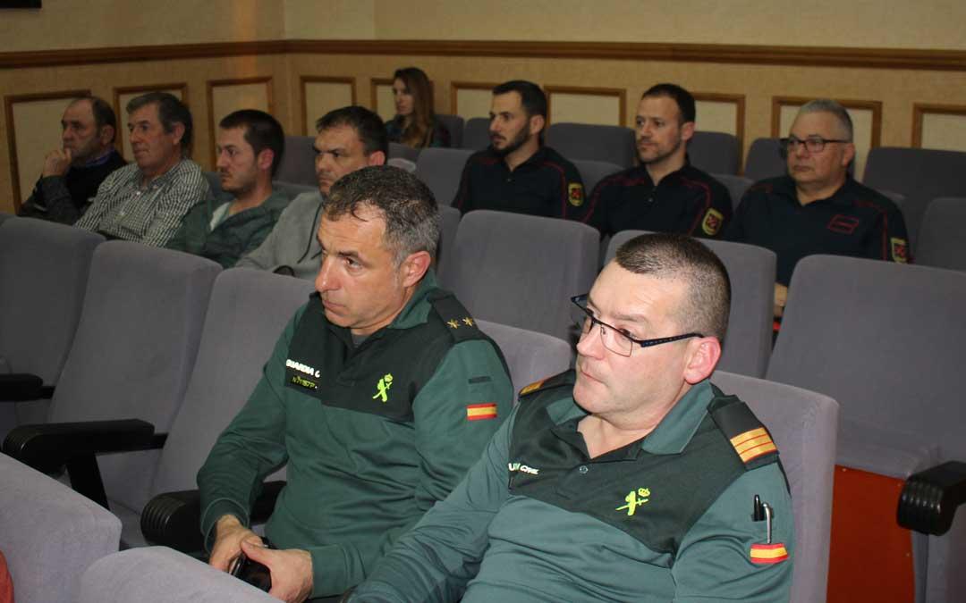 En el pleno estuvieron presentes representantes de la Guardia Civil, los Bomberos y agricultores / L. Castel