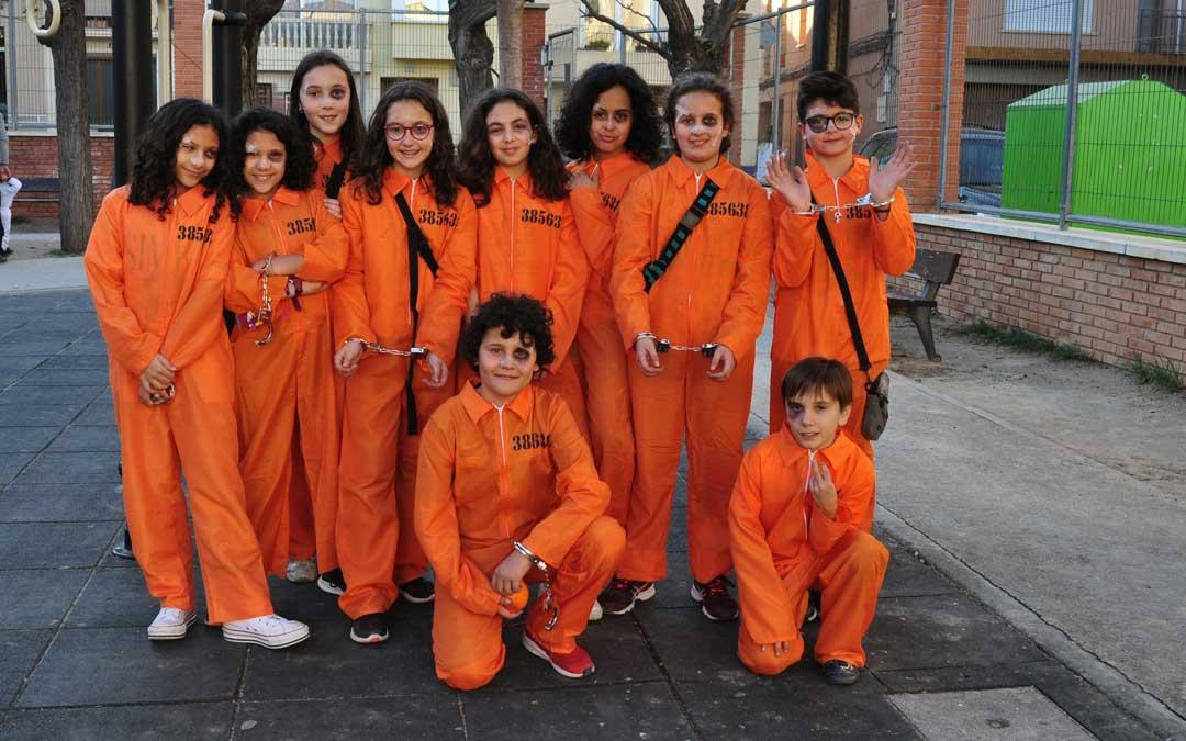 Los alumnos de 6º de primaria han acuido disfrazados a la cita.