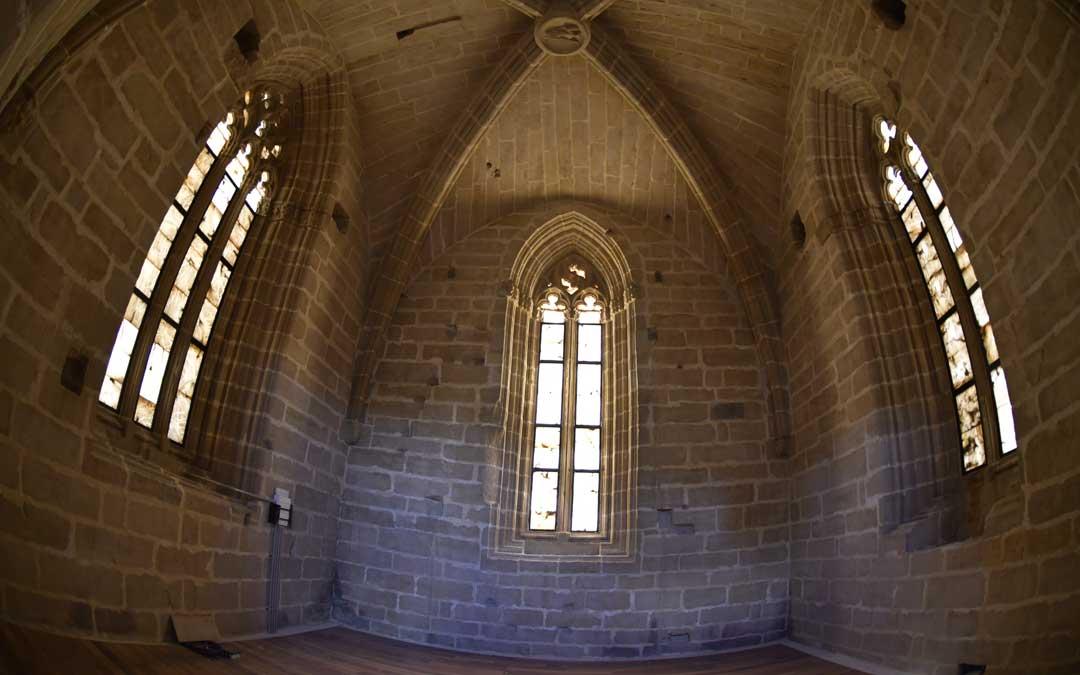 En la segunda planta destacan sus esbeltos ventanales con una traza claramente gótica / La Comarca