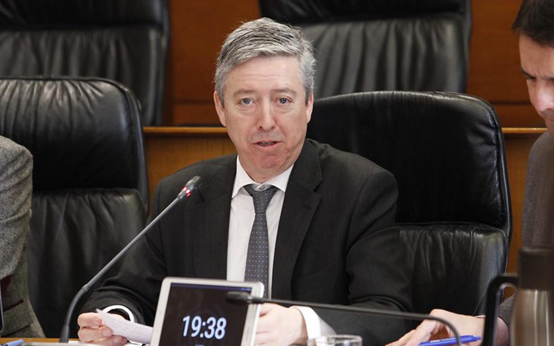 El presidente de la Cámara de Cuentas, Alfonso Peña, ayer en las Cortes. Cortes de Aragón