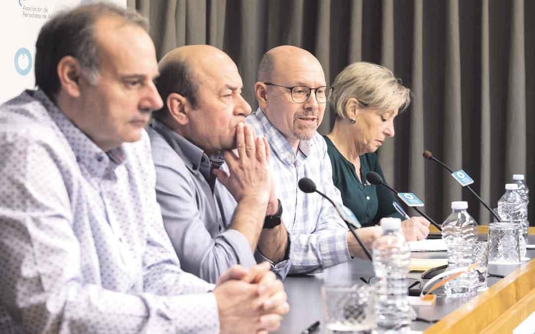 Los representantes sindicales ayer durante rueda de prensa (Arcéiz, Alastuey, Pina y Sánchez). oliver duch / heraldo de aragón