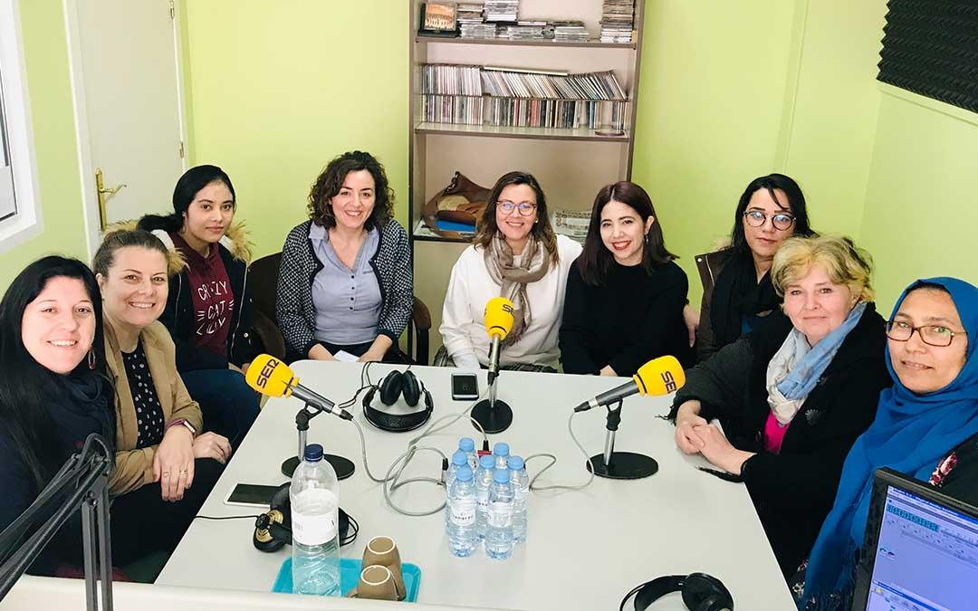 Espacio dedicado al 8M, Día Internacional de la Mujer: Nueve mujeres visitan Radio Caspe para analizar la situación que viven las mujeres en la actualidad.