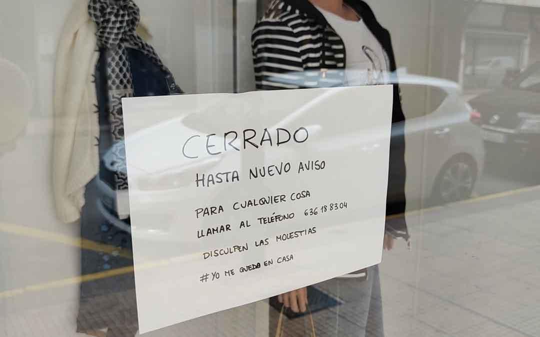 Tienda de ropa cerrada en Alcañiz